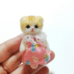 羊毛猫人形(折れ耳茶とら猫*ピンク服)