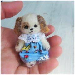 羊毛犬人形(茶色の耳・青い服)