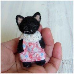 羊毛猫人形(黒猫・ピンクの服)