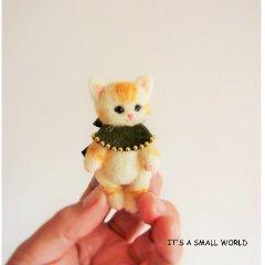 羊毛猫人形(茶とら猫*深緑のケープ)