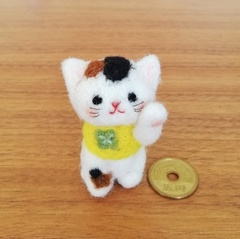 ほのぼの幸せ招き猫(三毛猫☆ラッキークローバー✴右手招き)