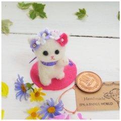 花飾りの小さな白猫招き猫(紫MIX)