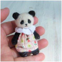 羊毛パンダ人形(チューリップの服)