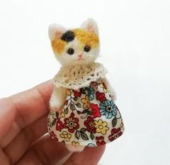 羊毛猫人形(三毛猫*ミックスカラー花柄服)
