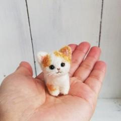 茶ぶち猫お座り*スモール子猫