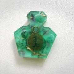 香水瓶型オルゴナイトグリーン1