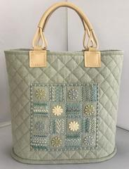 ビーズ刺繍とお花レースのバッグ