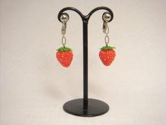 MICO-E 小粒イチゴのイヤリング