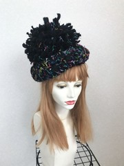 1786 BIGポンポンベレー帽:黒カラフル