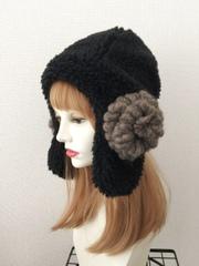もこもこ黒羊の耳あて帽子:黒グレー