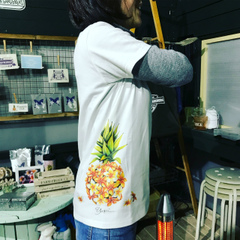 予約申込【YUKI BOARD WORKS】パイナップルプルメリアのデザインTシャツ・サイドプリント版(Plumeria Clubとのコラボ企画)