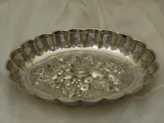 ヴィクトリア時代|重厚で華やかなフルーツレリーフのボウル