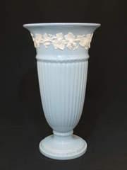 ウェッジウッド|大迫力の大きさが華やかな花瓶(ブルー)