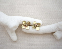小さな金のお花のスタッドピアス 真鍮