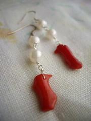 赤の枝珊瑚と淡水パールのリンクピアス(イヤリング)