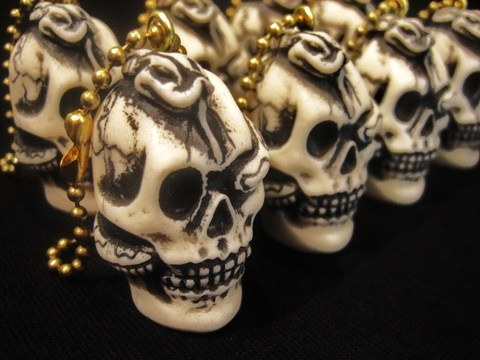 "R MODELS × 8UP ""Skull & Snake"" Key-Chain"