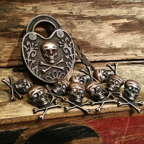 """JUNK SMITH """"Skull & Bones Pins"""""""