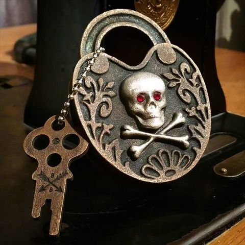 "JUNK SMITH × 8UP ""Skull & Bones Padlock Silver × Copper Two-tone Limited Model"""