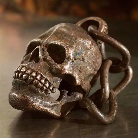 "JUNK SMITH ""Red Skull Key Chain"""