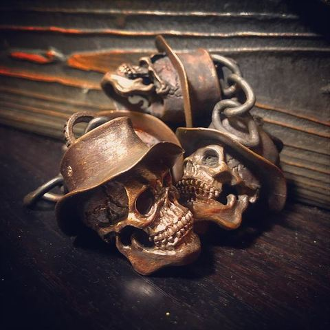 """JUNK SMITH """"A good luck skull tags"""" Key Chain"""