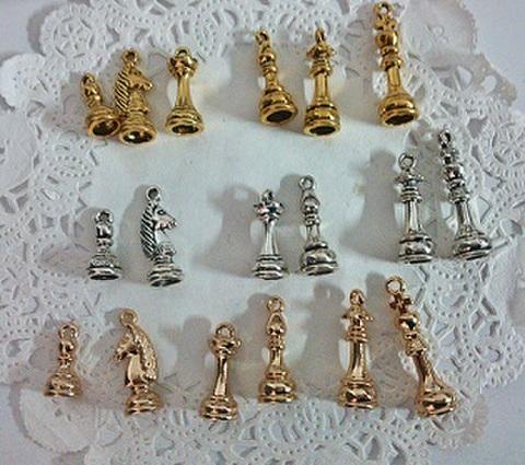 チェスの駒チャームランダム10個