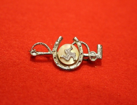 ISLE OF MAN BROOCH Horse Shoe [B]