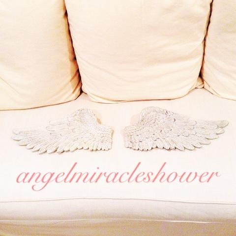 天使の羽のオブジェ