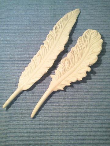 セラミックの白い羽