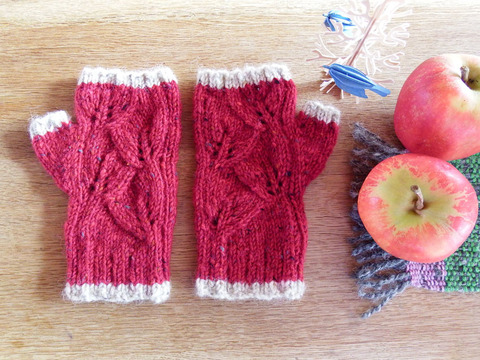 葉っぱ模様の指なし手袋「リーフ」/ Hawthorn(サンザシ)