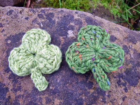 シャムロックの羊毛ブローチ(2個セット)