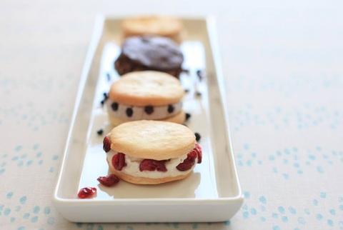 米粉クッキークリームサンド
