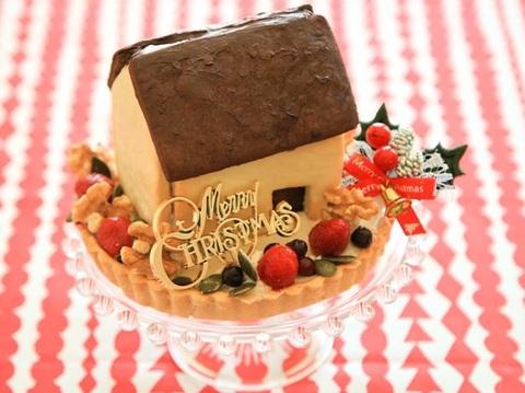 (11/25まで予約受付早期割引クリスマスケーキお菓子の家と米粉タルト