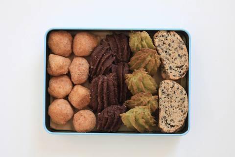 国産小麦のクッキー缶