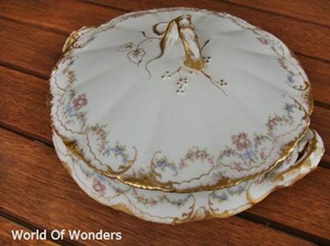 フランス製 リモージュ 蓋付きキャセロール(花輪柄)