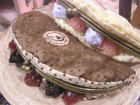 オムレットのポーチ チョコ/Omelet Pouch Chocolate