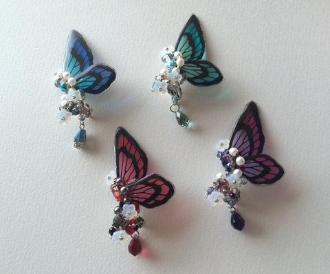 切り絵蝶のイヤーカフ