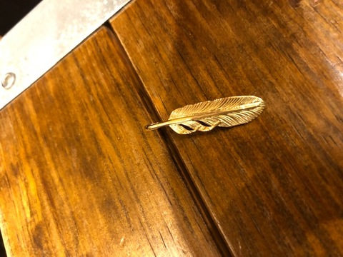 18K FEATHER(小)左割れ