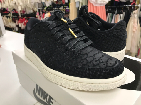 23.5センチ/NIKE WMNS AIR JORDAN 1 RE LO NS NRG