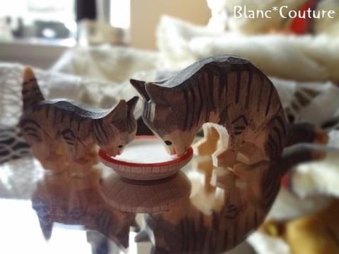ミルク飲み猫(木製 ドイツ)