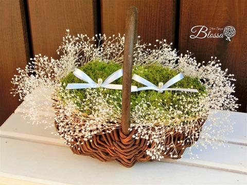 シンプルなカスミ草の花かご リングピロー