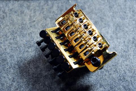 【NEW】Floyd Rose Tremolo System GOLD 37 R2(旧定価品お買い得!!) 【全国送料一律¥500-】※沖縄・離島を除く