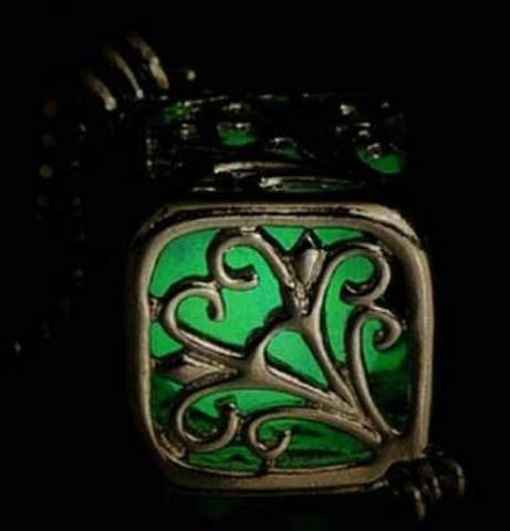 npab 003ymto キューブ ネックレス 夜光 蓄光 暗闇で光るペンダント オシャレ かわいい グリーン