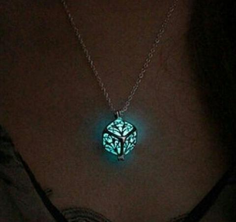 npab 001ymto キューブ ネックレス 夜光 蓄光 暗闇で光る 神秘的ペンダント LED オシャレ かわいい スカイブルー