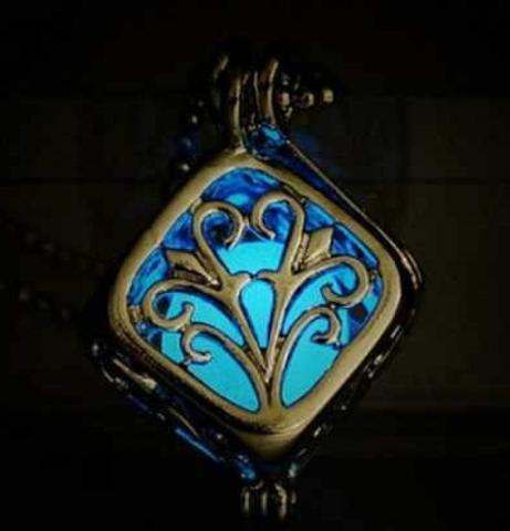 npab 002ymto キューブ ネックレス 夜光 蓄光 暗闇で光るペンダント オシャレ かわいい ブルー
