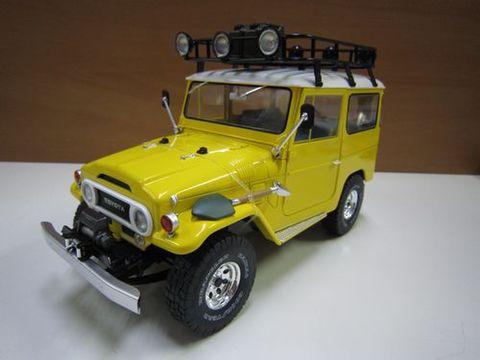 ランクル40 バン 黄色 ルーフキャリア等部品付き 1/18 トリプル9