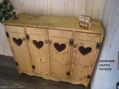 カントリー家具,四連ハートのワイドキャビネット