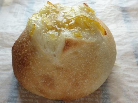 19.柚子ピール入りミルクパン(2個入)【 焼きたて冷凍]】