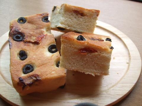 フォカッチャ(焼きたてパン)