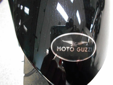 フロントフェンダー用MOTO GUZZIマーク【長丸形】
