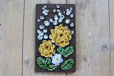 Jie Gantofta(ジィ・ガントフタ)黄色と白のお花の陶板(S)